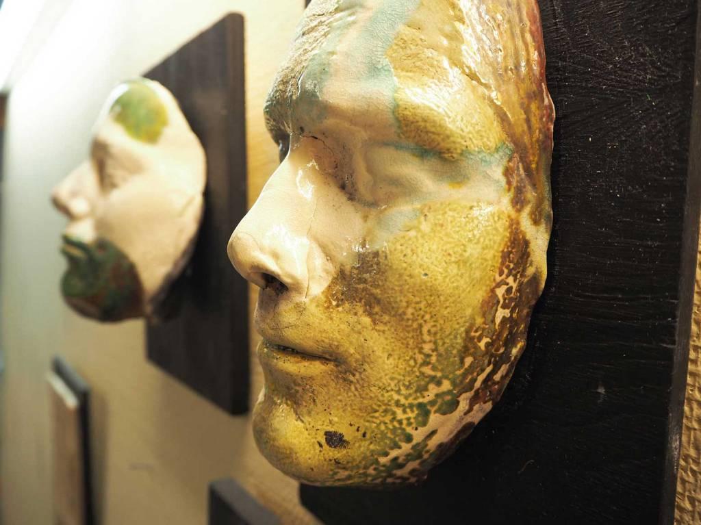 Maskene er laget av elever på Peder Morset Folkehøgskole.